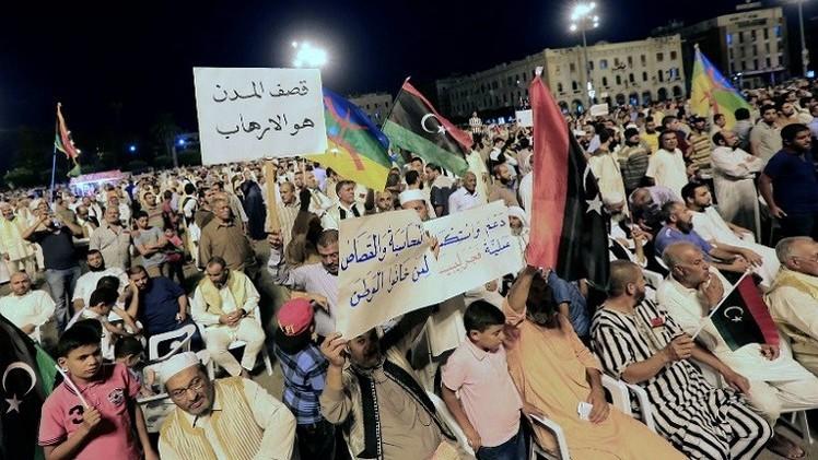 مظاهرات منددة بالبرلمان ورافضة للتدخل الأجنبي في ليبيا
