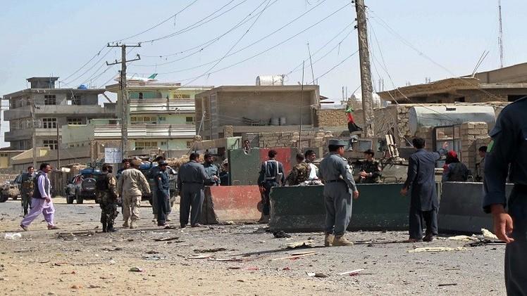 مقتل ضابط وجرح 4 رجال أمن في أفغانستان
