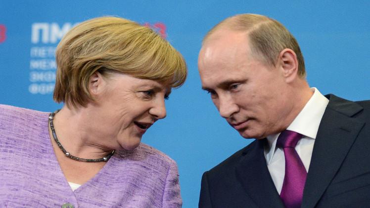 بوتين يبحث هاتفيا مع ميركل التحضيرات لمؤتمر ميلانو