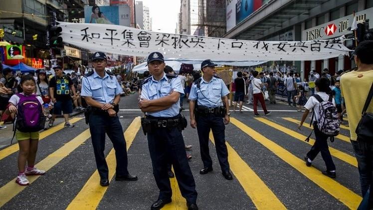 حاكم هونغ كونغ يؤكد البقاء في منصبه رغم المظاهرات
