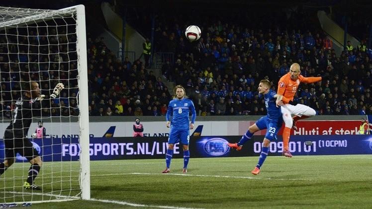 إيسلندا تقهر هولندا وتغرد في الصدارة