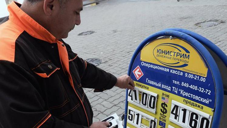 الروبل يرتفع مع نية موسكو عقد مزادات للعملات
