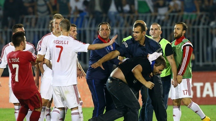 اليوفا يفتح تحقيقا بعد شجار لاعبي منتخبي صربيا وألبانيا (فيديو)