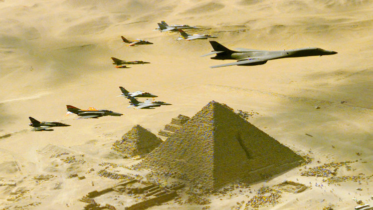 القاهرة تنفي قيام طائراتها بقصف مواقع في ليبيا