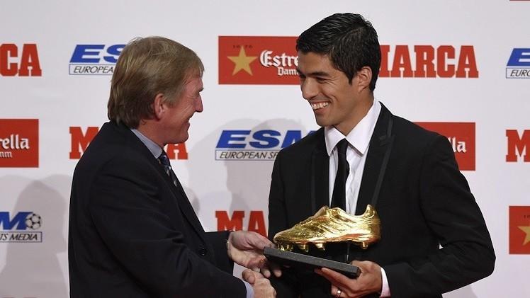 سواريز يتسلم جائزة الحذاء الذهبي