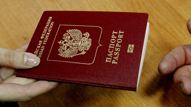 ياتسينيوك: مستعدون لفرض تأشيرات دخول على المواطنين الروس