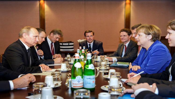بوتين وميركل يؤكدان أهمية الفصل بين أطراف النزاع في شرق أوكرانيا