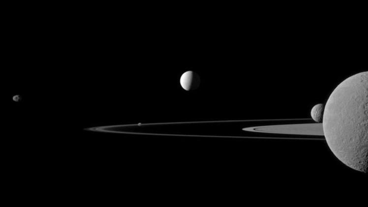 هل يوجد محيط مائي في باطن قمر كوكب زحل