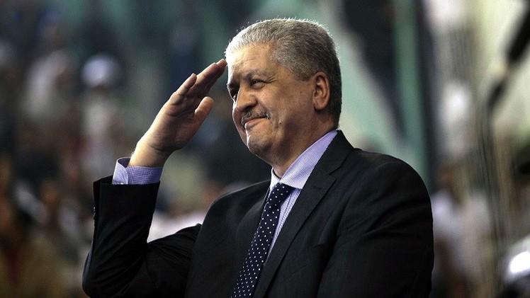 سلال: الجيش الجزائري لن يتدخل خارج حدود البلاد