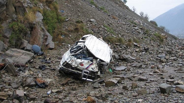 18 قتيلا على الأقل بسقوط حافلة في واد بباكستان