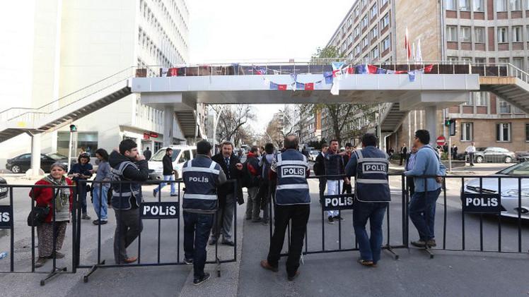 اعتقال أمنيين سابقين متهمين بالتنصت على القيادة التركية