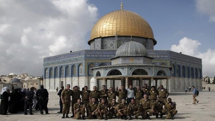 المستوطنون الإسرائيليون يقتحمون الأقصى  و