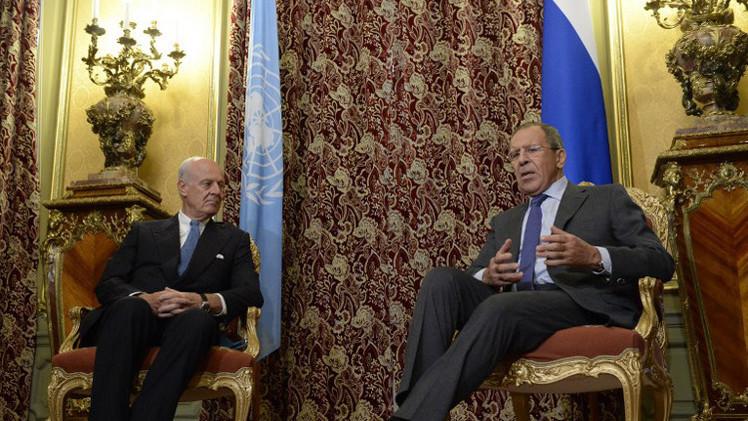 لافروف: يجب إشراك دول الجوار في المفاوضات حول التسوية السورية