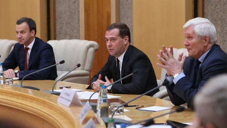 مدفيديف: يتوجب على روسيا وبيلاروس زيادة التعاملات بالروبل