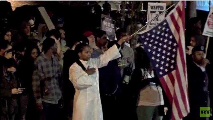 بالفيديو من الولايات المتحدة.. المتظاهرون في شوارع فيرغسون طلبا للعدالة في قضية مايكل براون