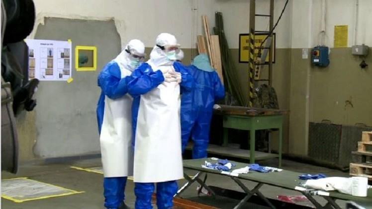 بالفيديو من ألمانيا.. تدريبات على مواجهة فيروس إيبولا القاتل قبل السفر إلى ليبيريا