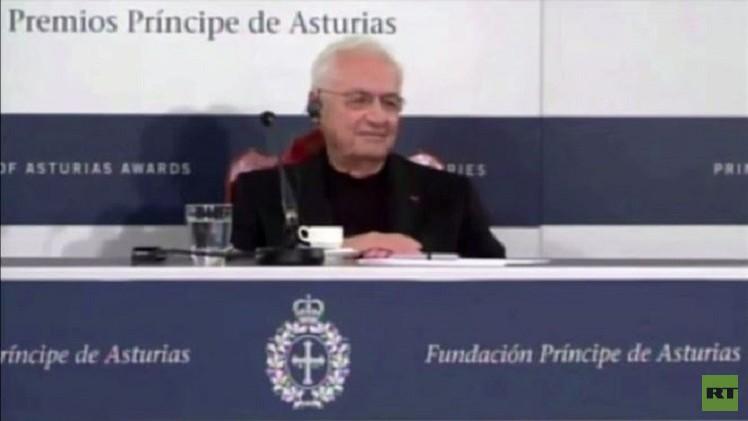 بالفيديو من إسبانيا.. المهندس المعماري فرانك جيري يشير بـ