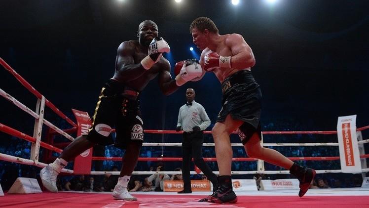 الملاكم الروسي بوفيتكين يسقط متحديه الكاميروني تاكام بالضربة القاضية
