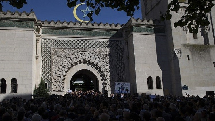 تظاهرة مؤيدة وأخرى معارضة لبناء مسجد في فرنسا