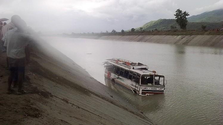 مقتل 9 أشخاص بحادث سقوط حافلة شمال شرق الهند