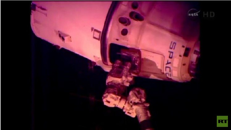 انفصال الكبسولة القابلة للاستعادة عن المحطة الفضائية الدولية (فيديو)