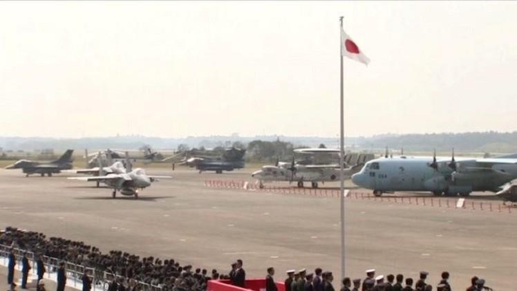 طيران اليابان يستعرض قدراته أثناء الاحتفال بذكرى تأسيسه (فيديو)