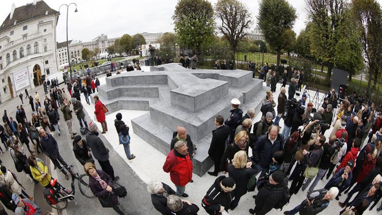 إزاحة الستار عن نصب تذكاري في النمسا للهاربين من الجيش النازي
