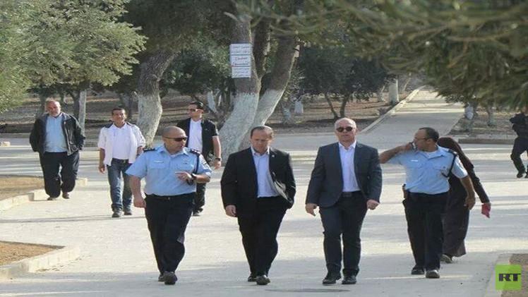 رئيس بلدية القدس يقتحم المسجد الأقصى