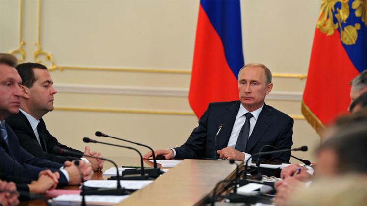 بوتين يدعو الحكومة للقيام بكل ما بوسعها لتحسين المناخ الاستثماري في البلاد
