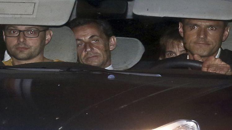 الشرطة الفرنسية تداهم مقر حزب ساركوزي