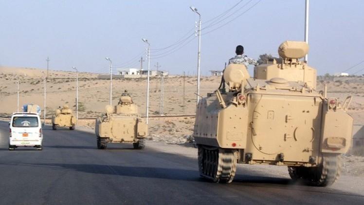 مراسلنا: إصابة ستة عسكريين مصريين في انفجار مدرعة للجيش في العريش