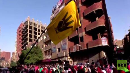 المئات من أنصار مرسي يتظاهرون  رافعين