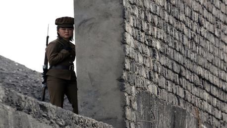 جندية في الجيش الكوري الشمالي