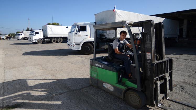 قافلة المساعدات الروسية تبدأ بإفراغ حمولتها في لوغانسك