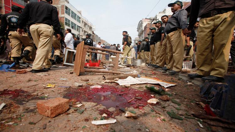 مقتل أكثر من 60 شخصا في هجوم انتحاري لطالبان  غربي باكستان