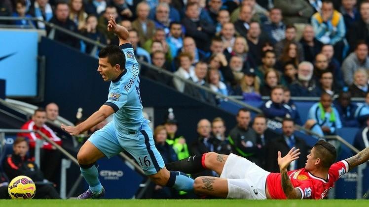 الأرجنتيني روخو ظهير مانشستر يونايتد يصاب بخلع في الكتف