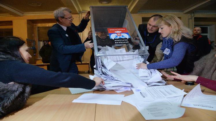 إغلاق صناديق الاقتراع في شرق أوكرانيا