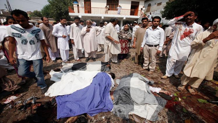 حشود غاضبة تقتل وتحرق زوجين مسيحيين اتهما بالإساءة للإسلام في باكستان