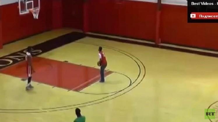 بالفيديو.. 4 اهداف بكرة السلة.. والجائزة 10 آلاف دولار