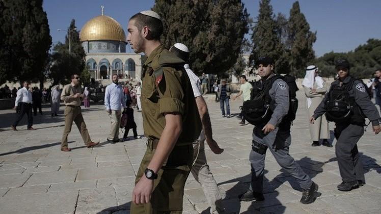 إصابة 15 فلسطينيا خلال اقتحام القوات الإسرائيلية للمسجد الأقصى