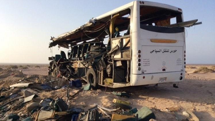 مصرع 17 طالبا مصريا في اصطدام حافلة مدرسية بناقلة وقود في البحيرة شمالي القاهرة