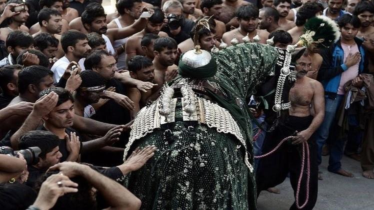 بالفيديو..  المسلمون الشيعة يحيون ذكرى عاشوراء