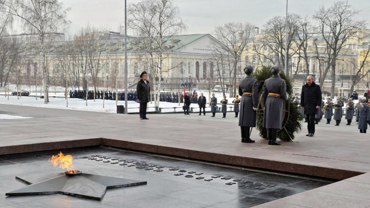 بوتين يوقع قانونا يمنع استخدام رموز منظمات تعاونت مع النازيين