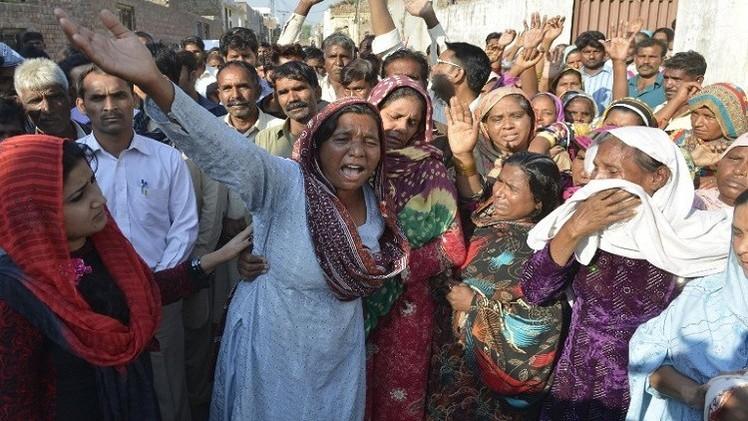 حملة اعتقالات على خلفية قتل زوجين مسيحيين وحرق جثتيهما في باكستان
