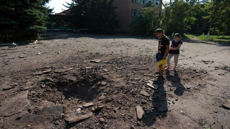 مقتل تلميذين وجرح 3 بسقوط قذيفة في دونيتسك