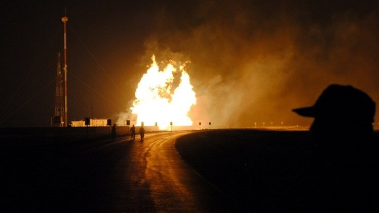 بالفيديو.. اندلاع حريق بخط أنابيب نفط في السعودية