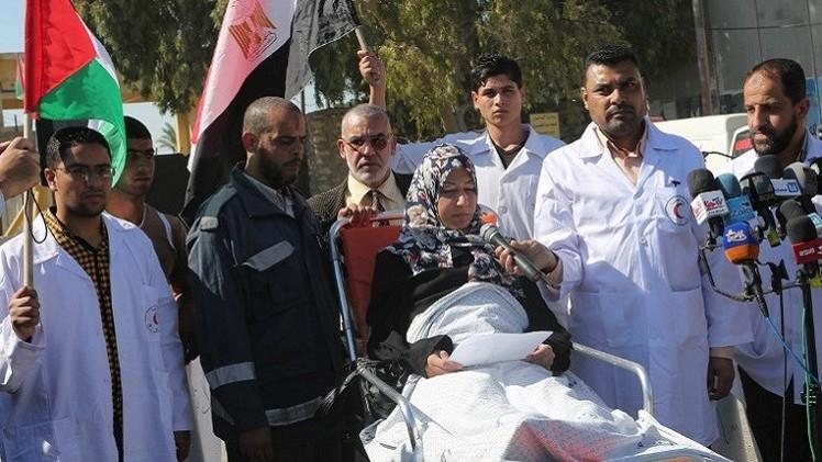 فلسطينيون يعتصمون أمام معبر رفح لدفع مصر إلى فتحه