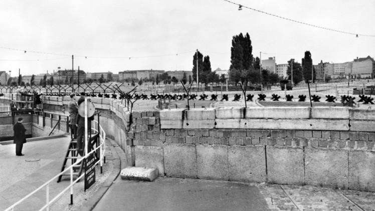 أسطورة سقوط جدار برلين في الذكرى 25