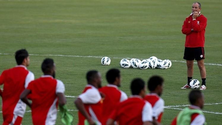 لوغوين يعلن قائمة لاعبي الأحمر العماني