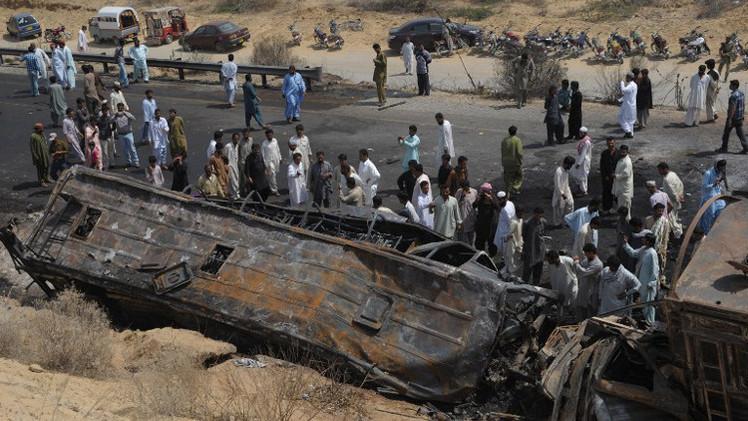 مقتل 56 شخصا على الأقل بحادث مرور جنوب باكستان